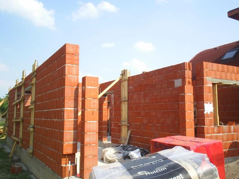 Case ridicate în municipiul Botoșani fără autorizație de construcție! Amenzi usturătoare primite de proprietari