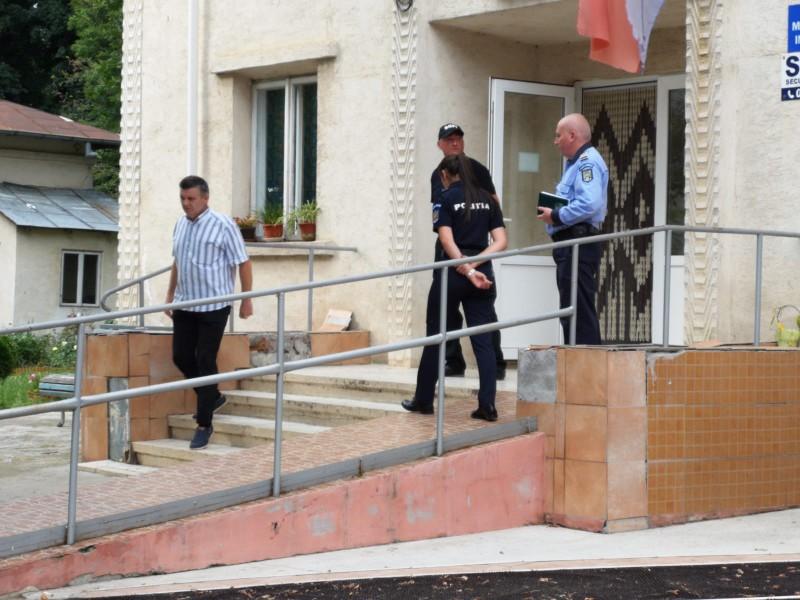 Cât costă viața unui om? 5.000 de lei amendă după ce primarul de Vorniceni a murit pe scările spitalului de la Săveni!