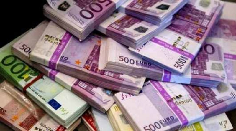 Cât muncesc şi cât sunt platiţi aleşii români