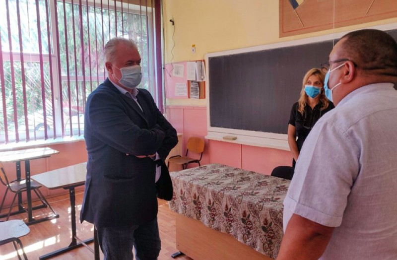 Cătălin Flutur, apel către părinții de la Botoșani: nu dați niciun leu la școală, sub niciun motiv!