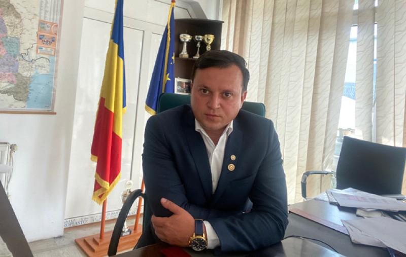Cătălin Silegeanu, candidat independent la Primăria Botoșani: Să analizăm la rece candidații la primărie. Dragi botoșăneni... Protestați... Începeți prin a NU le da semnături pentru a-și depune candidaturile