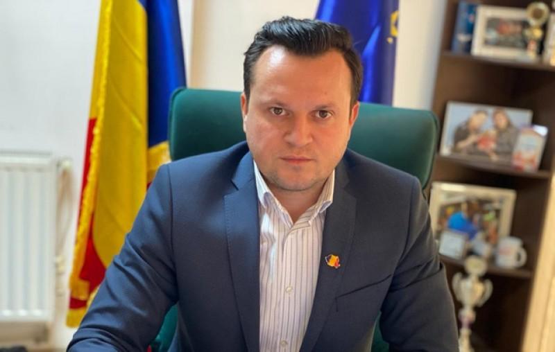 Cătălin Silegeanu: Înaintea alegerilor locale, primarul și viceprimarul se laudă. 4 ani s-au certat fără să construiască, iar alte partide au stat pe margine ca niște spectatori, doar sa privească