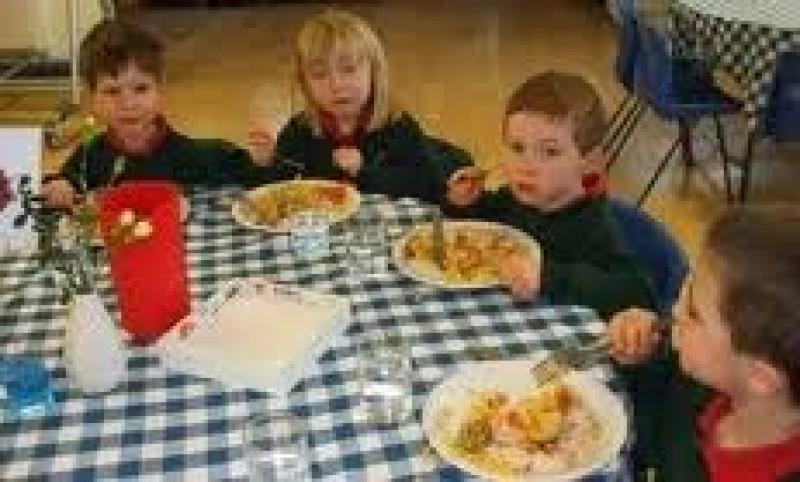 Catering in scoli, in locul programului Lapte si corn!