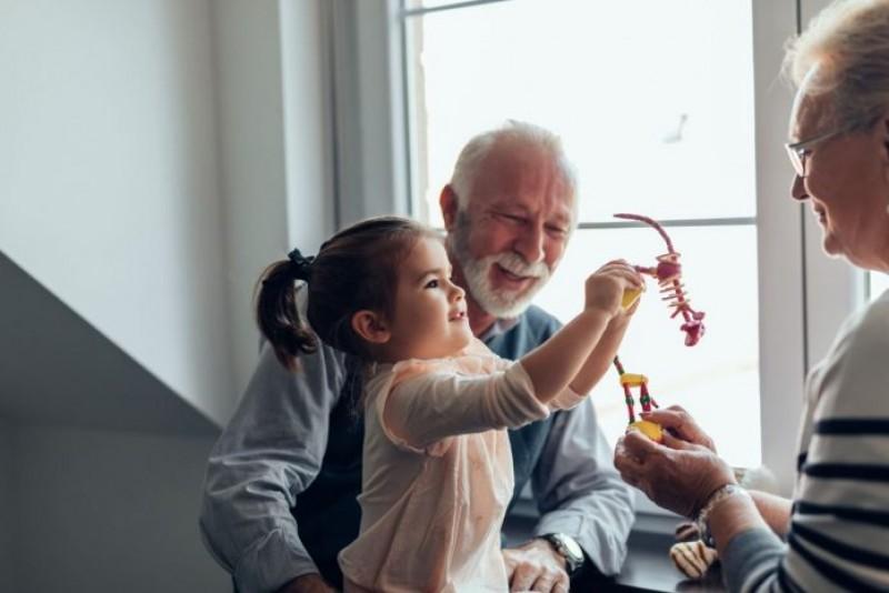 Către toți bunicii – nu ne-am descurca fără voi. Mulțumim!
