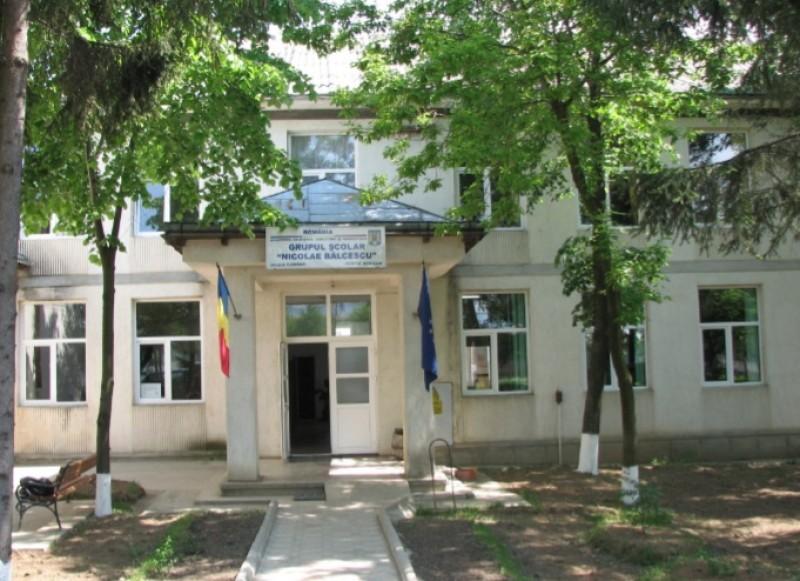 Caz de infectare cu Covid-19 și la liceul din Flămânzi
