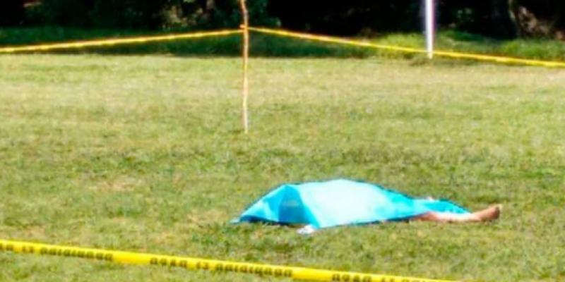 Caz incredibil: un fotbalist a omorât un arbitru după ce a primit roşu