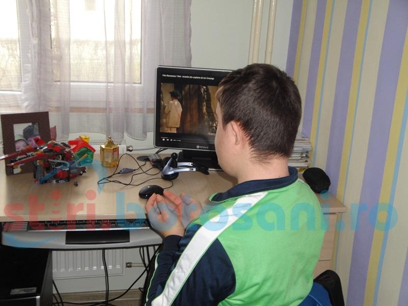 Profesori şi părinţi, sancţionaţi de Consiliul pentru Combaterea Discriminării în cazul lui Andrei de la Botoşani