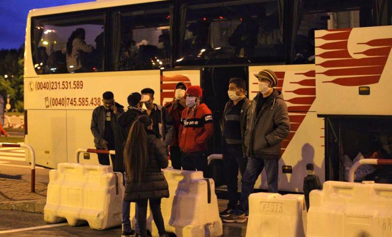 Cazul sri-lankezilor de la Botoșani concediați și expediați la Otopeni devine subiect național. Cazul scoate în evidență relele tratamente la care sunt supuși muncitorii străini în România