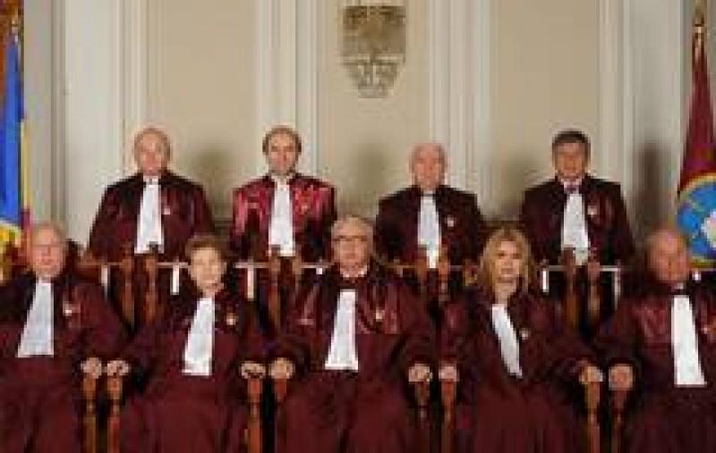 CCR a decis: Basescu este suspendat legal - Antonescu, presedinte interimar