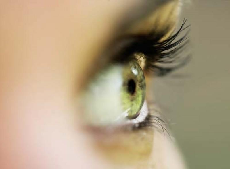 Ce boli anunță vederea încețoșată, vederea dublă sau apariția punctelor sau liniilor luminoase