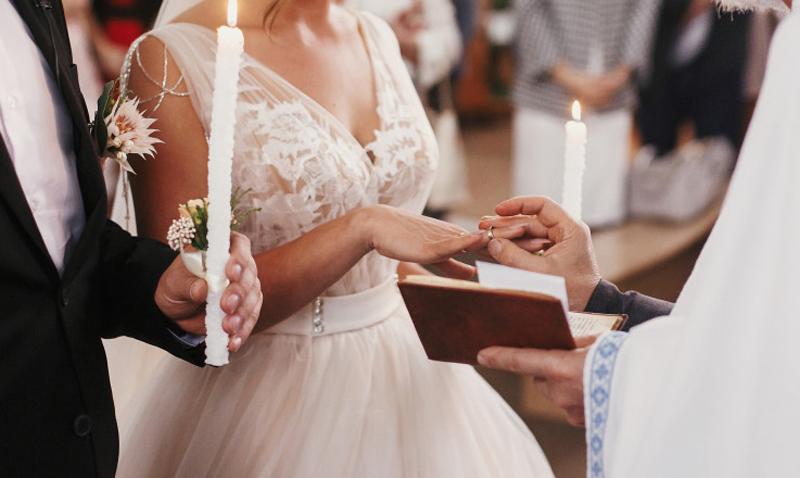 Ce cuprind măsurile de relaxare valabile de la 1 august. Cum se vor desfășura nunțile, botezurile, festivalurile. Cluburile, discotecile și sălile de jocuri, doar cei vaccinați