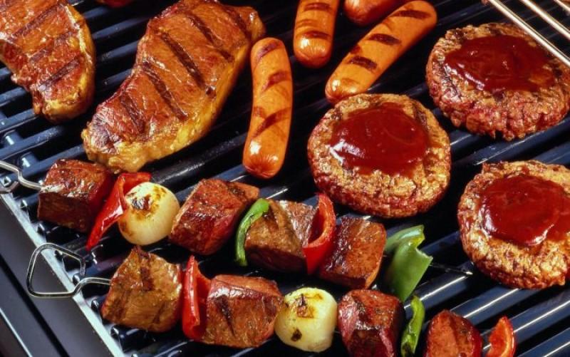 Ce greșeli de gătit să eviți când faci carne la grătar ca să nu formeze compuși cancerigeni!