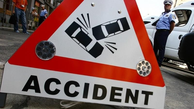 Ce își face omul cu propriul volan: Rănit, după ce a ajuns cu mașina în șanț!