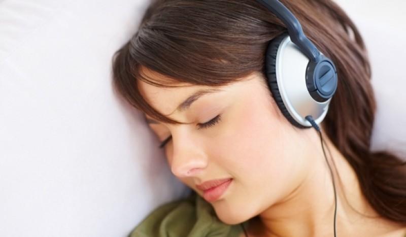 Ce muzică trebuie să asculţi pentru a-ţi îmbunătăţi performanţa cognitivă? VIDEO