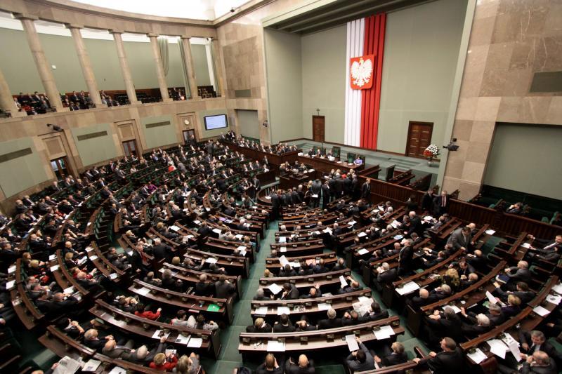 Ce se întâmplă la alții: Polonia reduce salariile parlamentarilor si oficialilor locali cu 20 la suta!