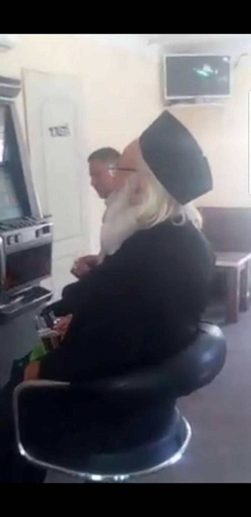 """Ce spune Arhiepiscopia Iașilor despre clipul devenit viral pe internet, cu un """"preot botoșănean care joacă la păcănele""""!"""