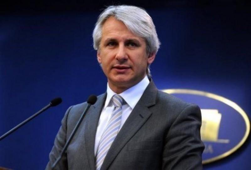 Ce spune Teodorovici despre concedierile de la ANAF