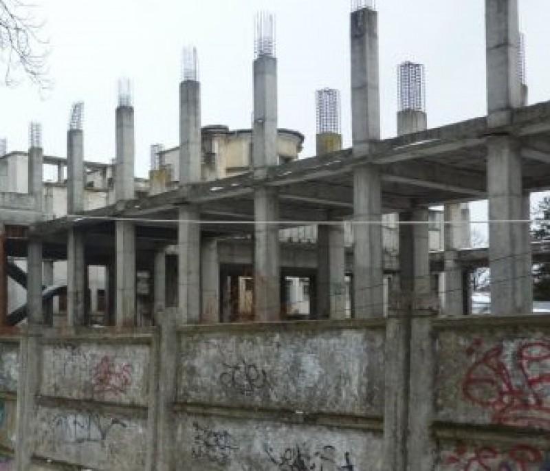 Ce vrea să facă municipalitatea cu ruina din spatele Băii Centrale!