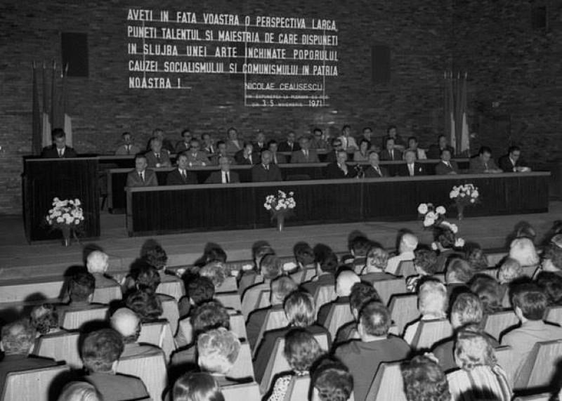 Ceausescu, suparat ca la Kiev a fost modificata o poezie a lui Eminescu! FOTO