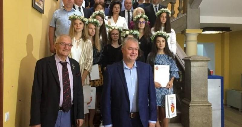 Cei mai buni elevi din Botoșani, premiați de municipalitate!