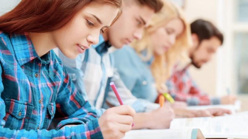 Cei mai buni elevi la Olimpiada județeană de limba engleză - gimnaziu