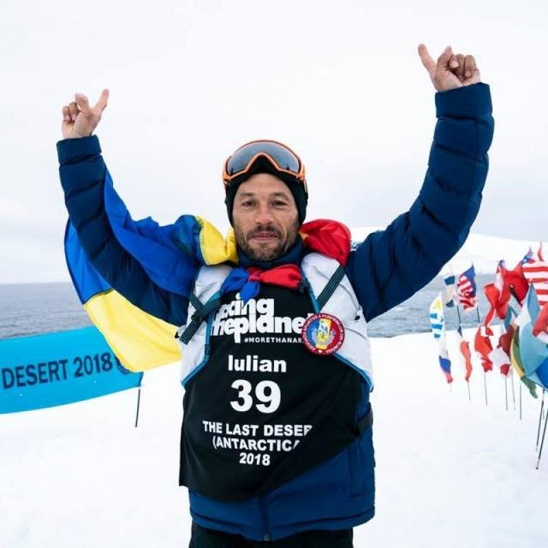 Cel mai frumos cadou pe care un botoșănean îl face României: Iulian Rotariu, pe podium la ultramaratonul din Antarctica!