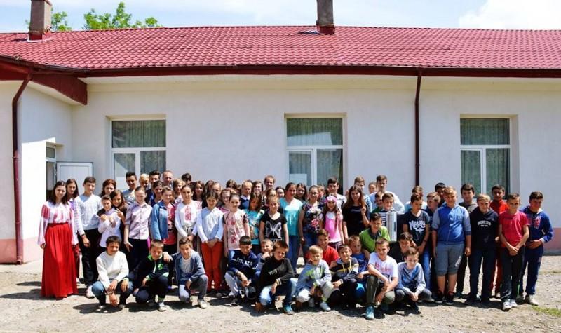 Cel mai frumos mesaj de 8 Martie vine de la copiii dintr-un sat botoșănean! VIDEO EMOȚIONANT