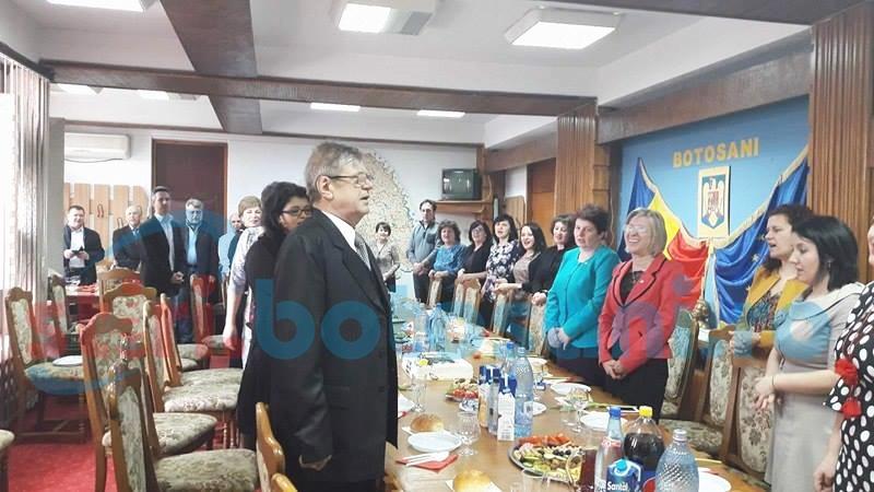 Cel mai longeviv director din Prefectura Botoşani se pensionează - FOTO