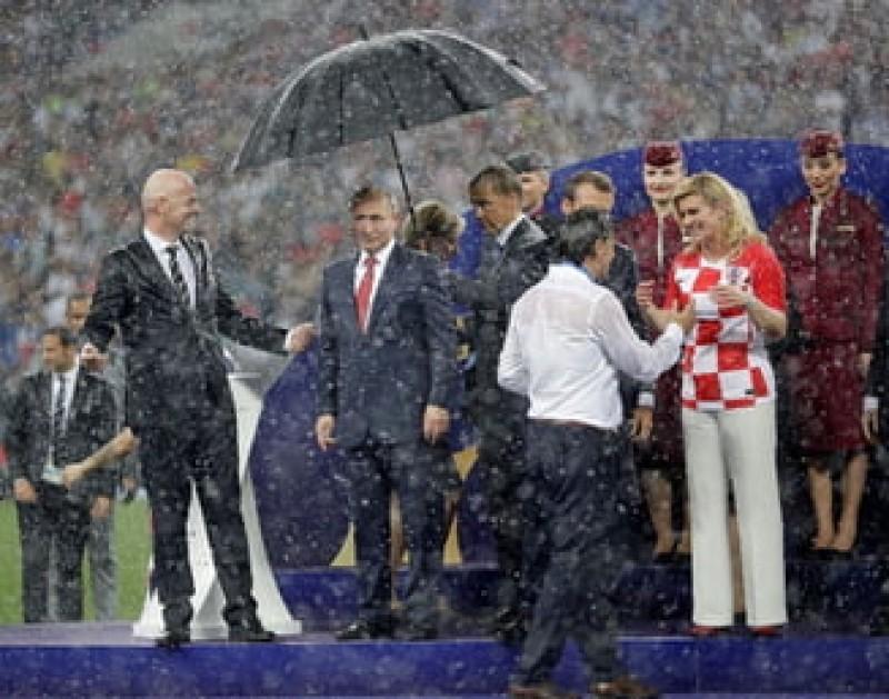 Cele mai bune glume pe seama lui Putin, după momentul cu umbrela de la finala CM 2018! VIDEO