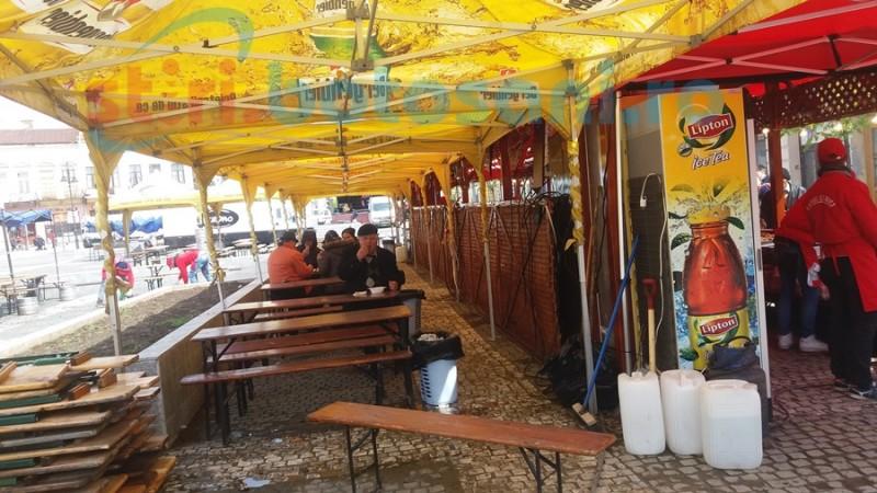 Centrul Vechi se pregăteşte de sărbătoarea oraşului, dar comercianţii sunt sceptici din cauza vremii reci - FOTO