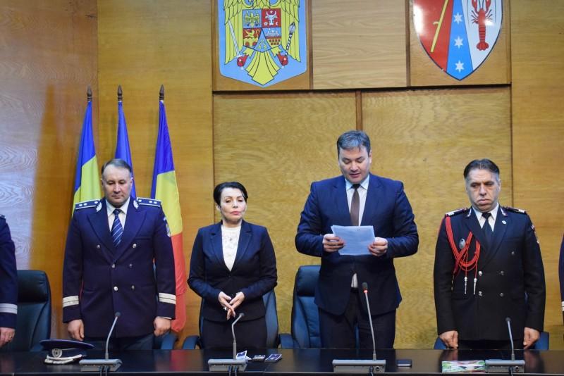 Ceremonial de avansare în grad pentru poliţişti de la Paşapoarte şi Permise - FOTO