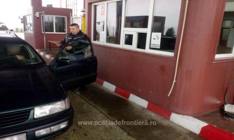 Cetăţean cu permisul suspendat, descoperit la controlul de frontieră