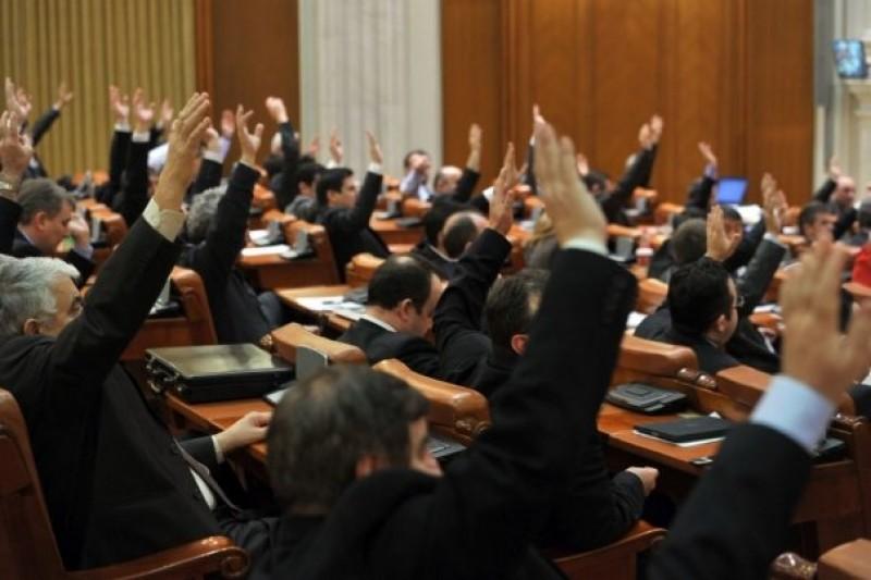 Cheltuieli uriase in Parlament: Cine a incasat cei mai multi bani!