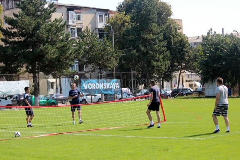 Jucatorii de la FC Botosani au jucat tenis cu piciorul contra suporterilor - FOTO
