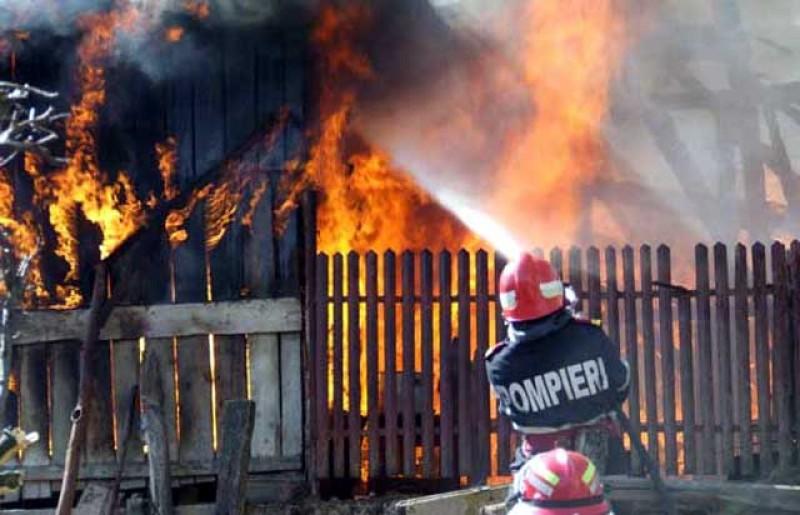 Cinci copii au fost la un pas de moarte la Dorohoi după izbucnirea unui incendiu