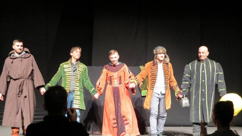 Cinci deținuți au jucat pentru șapte copii din Botoșani! Întinzi și tu o mână? FOTO, VIDEO