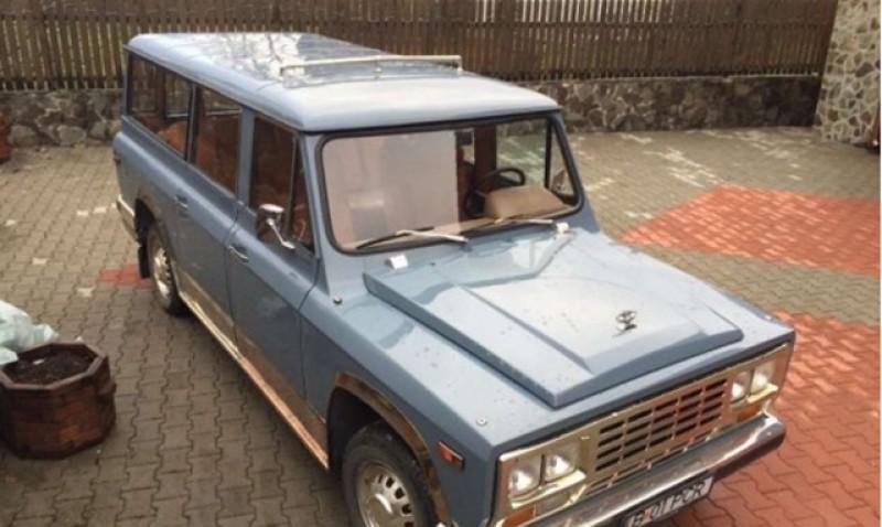 Cinci români s-au bătut pentru mașina ARO a lui Ceauşescu. A fost vândută cu 189.180 lei