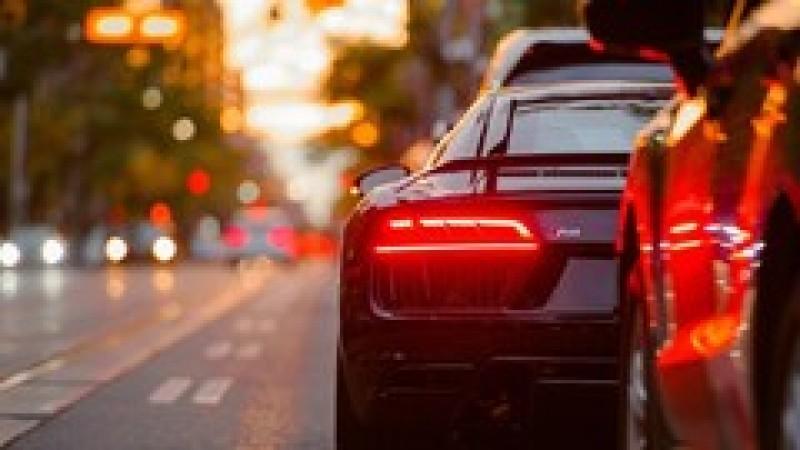 Cinci schimbări majore, valabile de duminică, de care ar trebui să știe șoferii și firmele din domeniul auto
