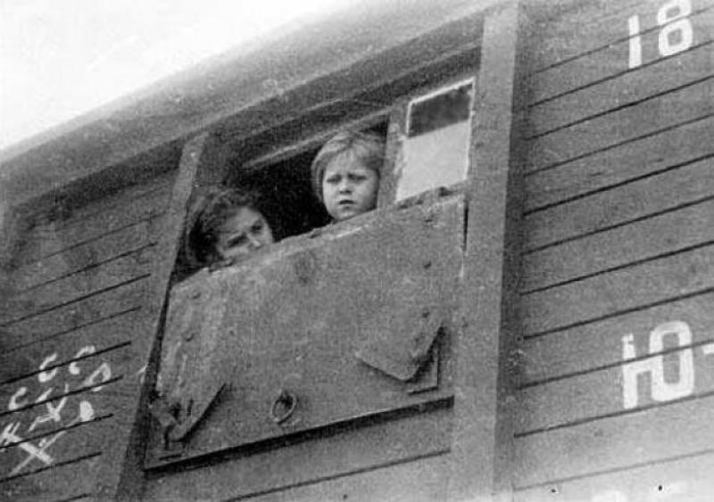 Cinci state victime ale deportărilor staliniste cer Moscovei despăgubiri. România TACE!