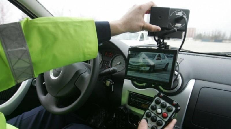 Circula cu 116 km/h, pe un sector de drum limitat la 60! Șoferița din Botoșani a rămas fără permis!