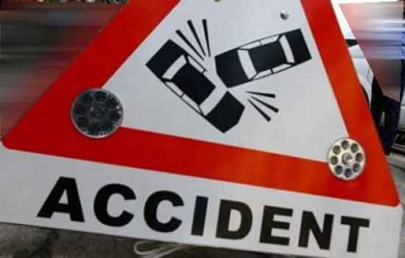 Circula regulamentar, dar a avut ghinionul să se afle în preajma unui șofer imprudent!