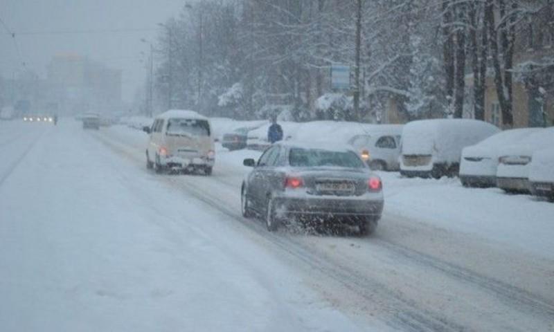 Circulație în condiții de iarnă în toată Moldova. Care sunt drumurile cu restricții