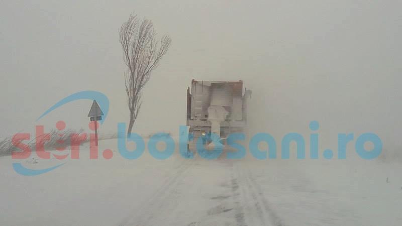Circulaţie îngreunată pe drumurile din judeţul Botoşani! Drumarii scot autofrezele!