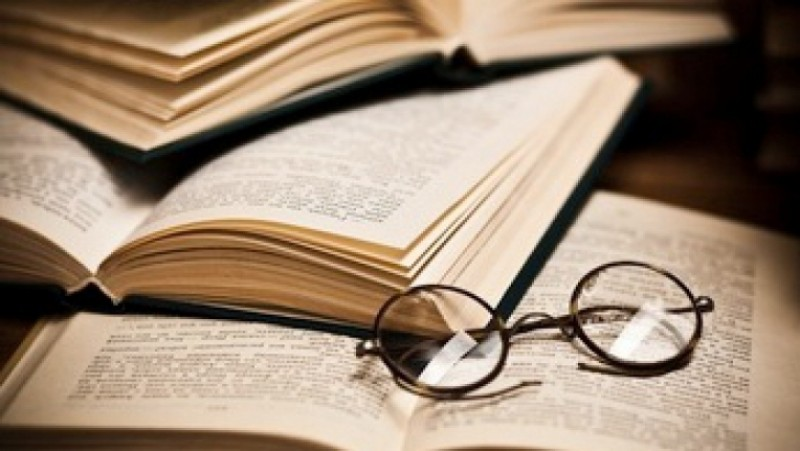 Clasicii, scoşi din manuale. La orele de literatură se vor studia postări online şi chiar sms-uri