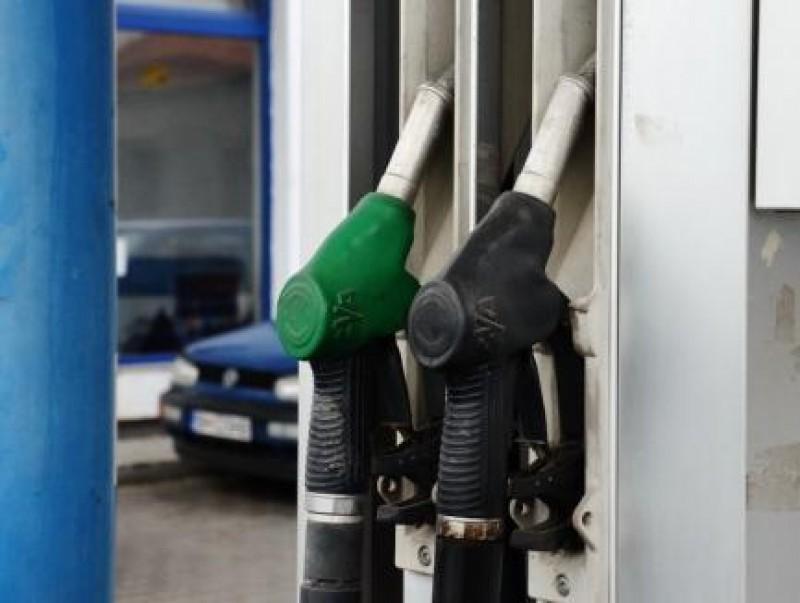 Clienți ai benzinăriilor OMV și Petrom din Botoșani ar fi fost păcăliți să vireze bani către pretinse carduri Smart Diesel. Ce avertizează companiile