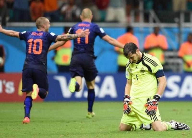 CM: SOC! Campionii mondiali au fost umiliţi la debut în Brazilia: Spania - Olanda 1-5 -VIDEO