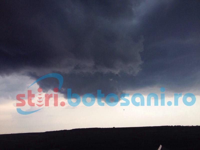 COD GALBEN de precipitaţii importante cantitativ şi grindină la Botoşani!