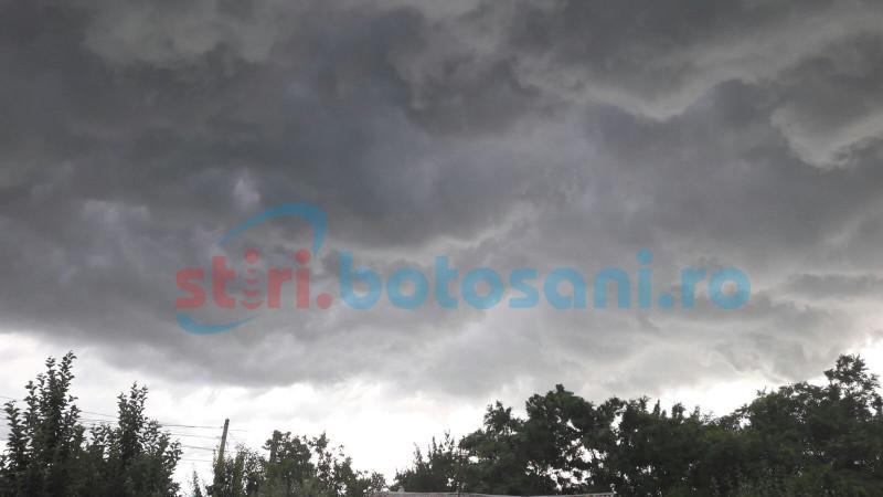 Cod Portocaliu de furtună în mai multe localități din județul Botoșani! GALERIE FOTO