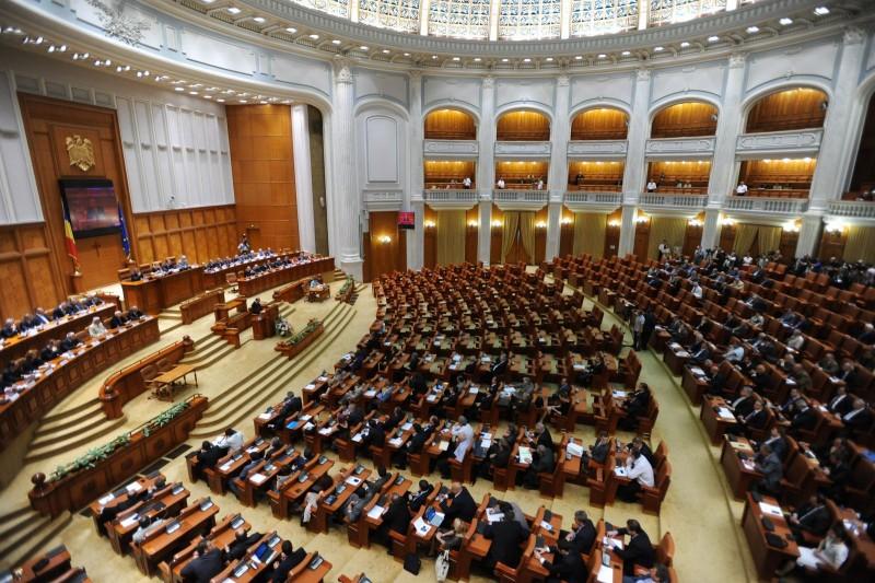 """Codul administrativ va crea un haos administrativ. """"România va fi singura ţară din Europa care va avea 2.500 - 3.000 de secretari şi subsecretari de stat"""""""
