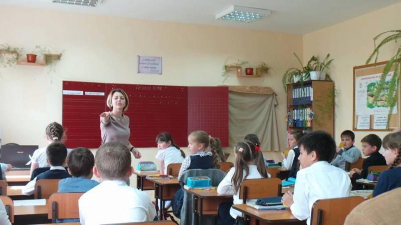 CODUL ETIC pentru profesori se află în dezbatere de patru ani. Cum îşi doreşte sistemul să MOTIVEZE cadrele didactice